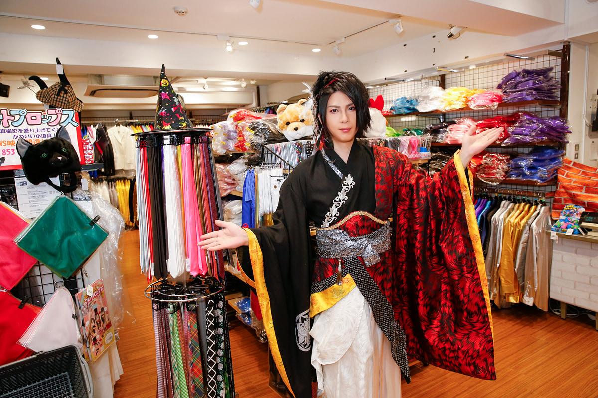 V系演歌歌手の最上川司さんが原宿「ステージ衣装」のお店に来店!