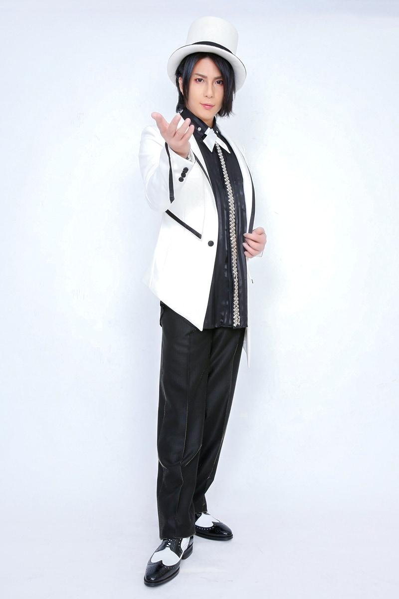 ロックテイストも織り交ぜた王子様風ステージ衣装