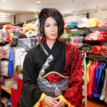 V系演歌歌手の最上川司さんが原宿「ステージ衣装」のお店に来店!舞台での衣装の選び方を教えます♪