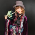 Ozz Onが贈る紫の世界へようこそ♡「神巫詞-KAMIUTA-」から声優・福山沙織が、いち早く冬の新作を着用レポート!